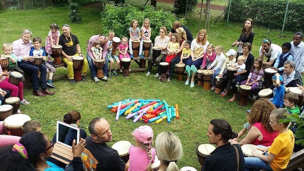 Children drumming EN1